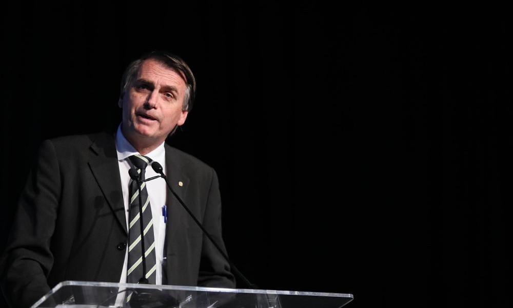 Bolsonaro apoia setor de etanol e promete parceria