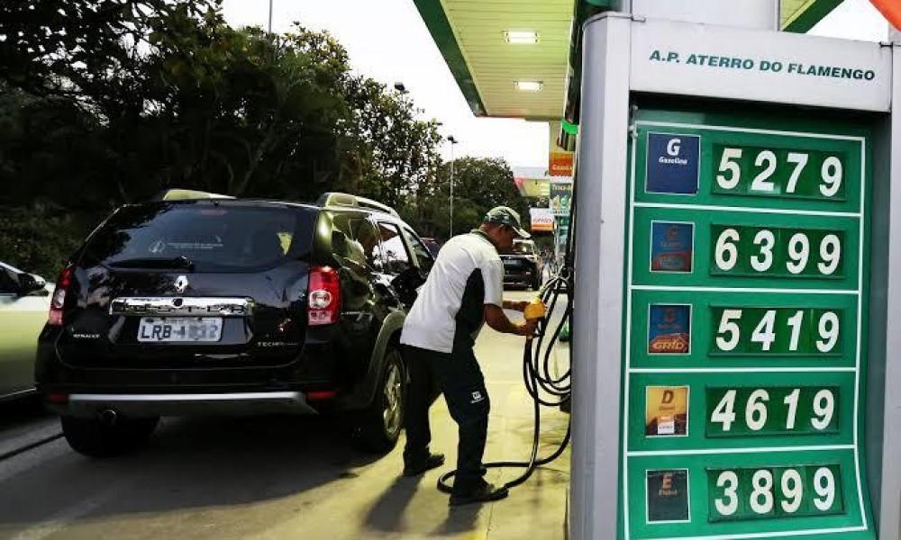 Deputados postergam votação de projeto que pode baratear etanol
